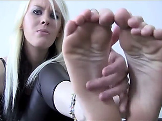 Sole fetish bitch goddess